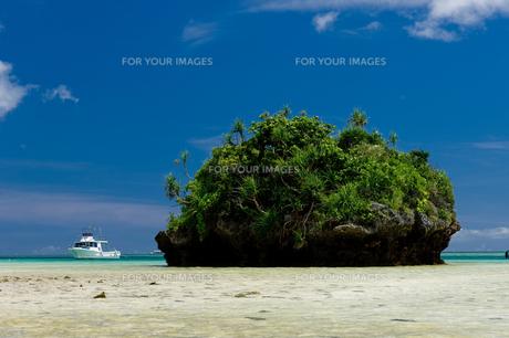 小島とボート FYI00323453