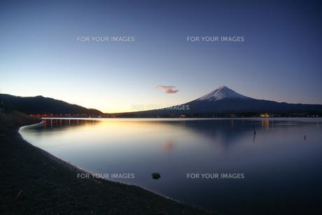 河口湖と富士山 FYI00324180