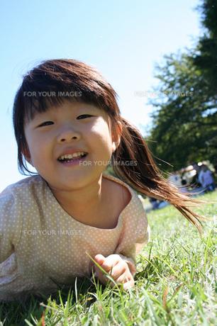 笑顔の女の子 FYI00325174
