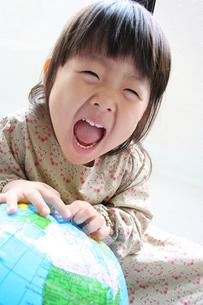 笑顔の女の子 FYI00325204