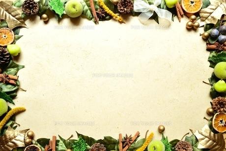 木の実 クリスマスイメージのフレーム FYI00329337