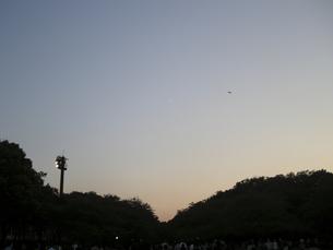 夕方と夜の間の空 FYI00332272