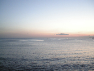 夜明けの海 FYI00332279