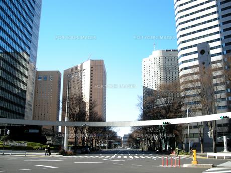 新宿の街並みと青空 FYI00332283