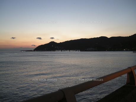夜明けの海 FYI00332291