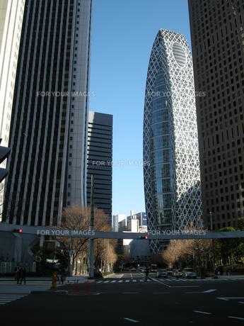 新宿の街並みと青空 FYI00332294