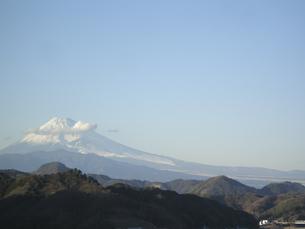 富士山にかかる雲と青空 FYI00332312