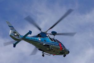 青いヘリコプターと青空 FYI00333634
