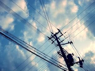 青空・電線 FYI00333666