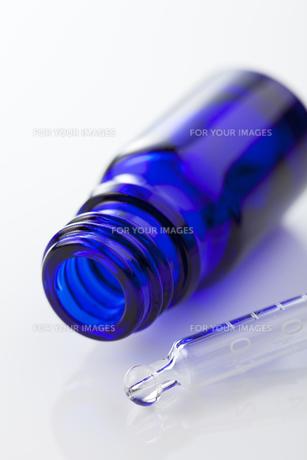 ガラス容器とスポイド FYI00334265