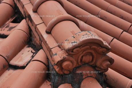 赤瓦の屋根 FYI00335869
