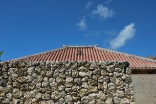 赤瓦の屋根 FYI00335922