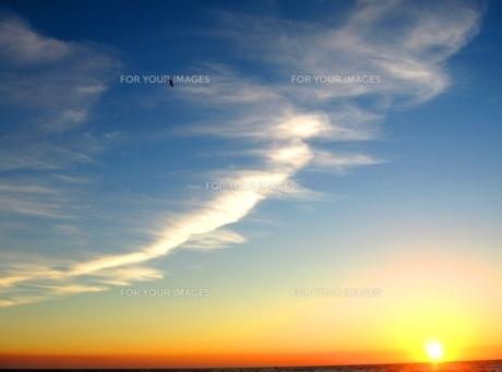 海に沈む夕陽 FYI00336276