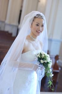 笑顔の若い花嫁 FYI00361518