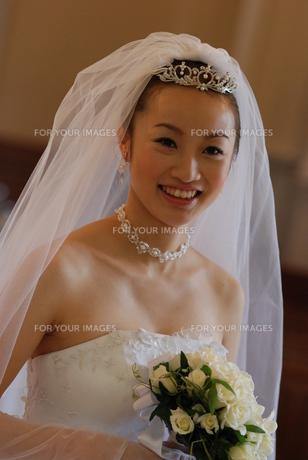 笑顔の若い花嫁 FYI00361538