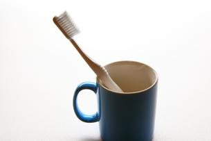 歯ブラシとカップ FYI00367348