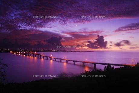 来間大橋の夜明け FYI00370347