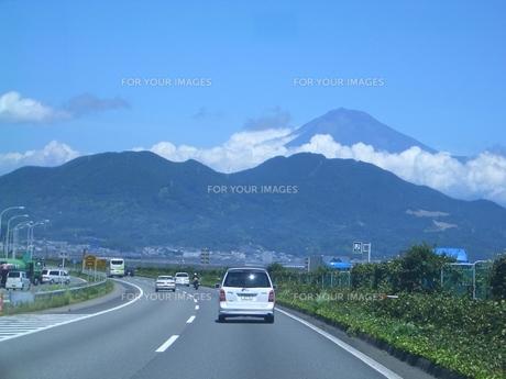 富士山へ向かう高速道路 FYI00377393