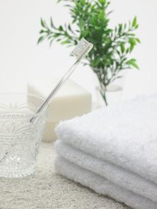 歯ブラシと石けんとタオル FYI00378536