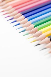 並べた色鉛筆のアップ  FYI00381792