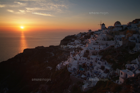 サントリーニ島、イアの夕日 FYI00382278