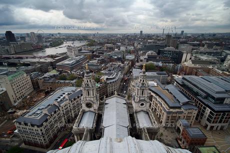 セントポール大聖堂から見下ろすロンドンの町並み FYI00382324