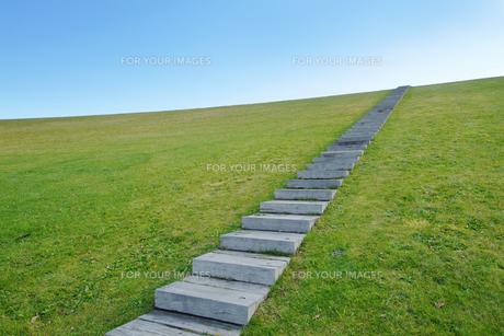 青空へ向かう階段 FYI00382399