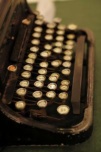 レトロな英文タイプライター FYI00383109