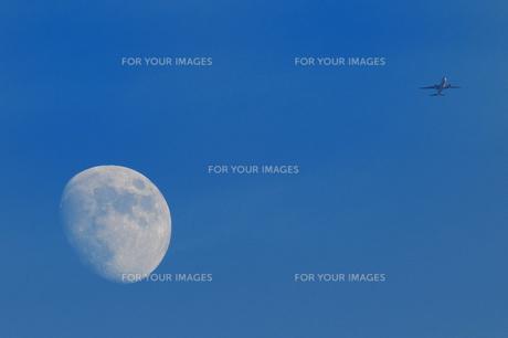 月と飛行機 FYI00387407