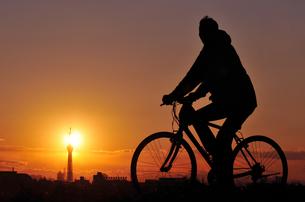 夕日とサイクリング FYI00387790