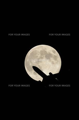 満月と飛行機 FYI00388443