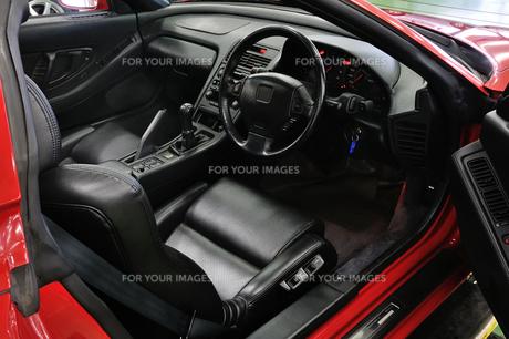 スポーツカーの運転席 FYI00390551