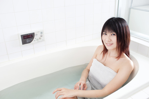 入浴中の女性 FYI00401611
