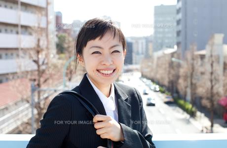 笑顔の女性 FYI00401761