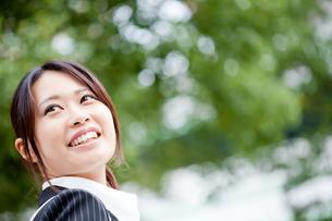 ビジネス 女性 OL 20代 フレッシュ コピースペース FYI00410496