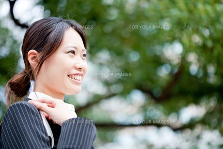 ビジネス 女性 OL 20代 フレッシュ コピースペース FYI00410499