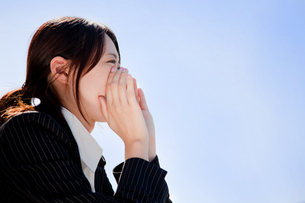 女性 ビジネスウーマン 20代 ビジネスシーン スーツ  FYI00410520