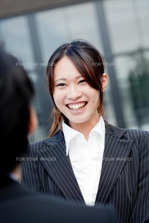 ビジネス 女性 OL 20代 フレッシュ 挨拶 初対面 FYI00410524
