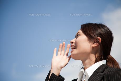 女性 ビジネスウーマン 20代 ビジネスシーン スーツ  FYI00410536