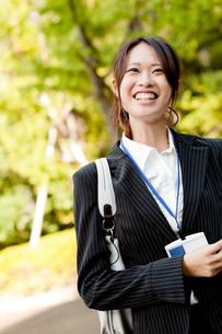 女性 20代 ビジネスウーマン ビジネスイメージ FYI00410567