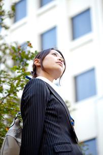 女性 20代 ビジネスウーマン ビジネスイメージ FYI00410590