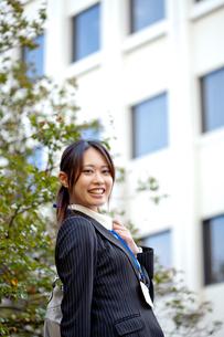 女性 20代 ビジネスウーマン ビジネスイメージ FYI00410591