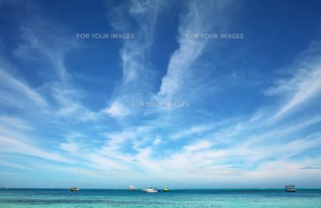 海と雲と船 FYI00416981