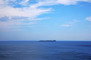 青い海に浮かぶ初島 FYI00418844