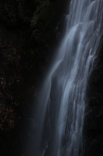 滝の流れ・アップ FYI00418880