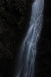 滝の流れ FYI00418895
