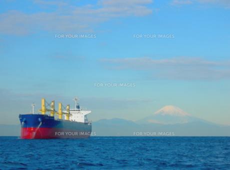 富士山と大型船その2 FYI00419381