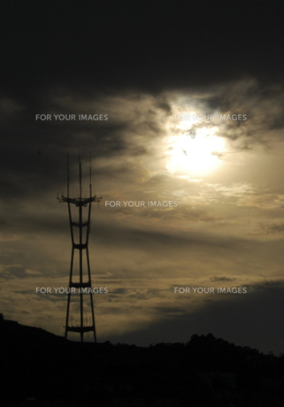 鉄塔と夕暮れ FYI00419550