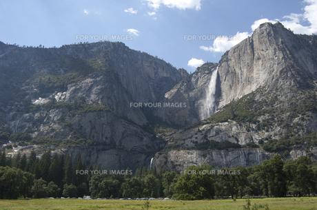 ヨセミテ滝と絶壁 FYI00419575
