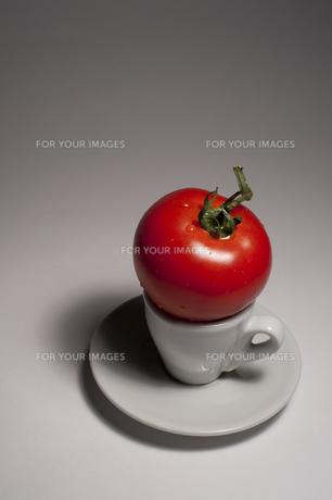 カップの上のトマト FYI00419582